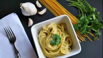 Спагети със сметана и кориандър