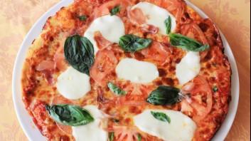 Пица с прошуто и моцарела