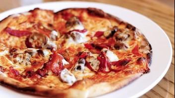 Пица с три вида сирена, чушки и гъби