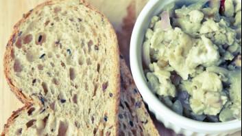 Яйчен пастет с лук и шунка