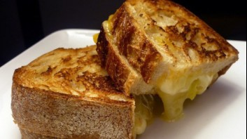 Запечени сандвичи с масло и кашкавал