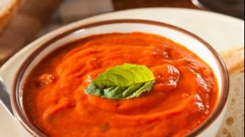 Доматена крем супа с чушки и босилек