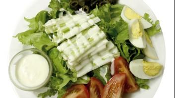 Зелена салата със селъри