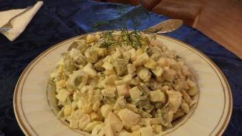 Яйчена салата с ролца от раци