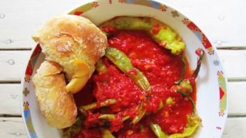 Чорбаджийски чушки с доматен сос
