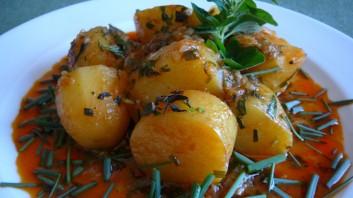 Картофена яхния с билки