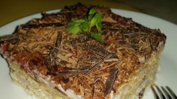 Бисквитена торта с цедено мляко и крем