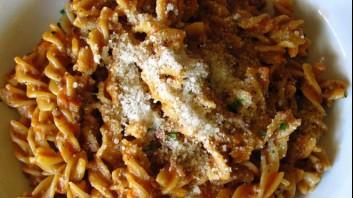 Фузили с доматен сос и бекон