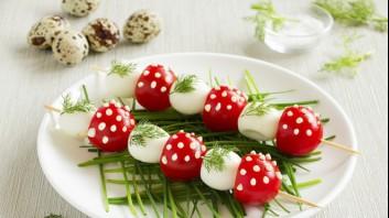 Пъдпъдъчи яйца с чери домати
