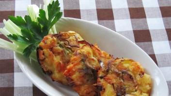 Картофени кюфтенца с праз и сирене