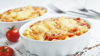 Оризови спагети с кайма, салам и моцарела