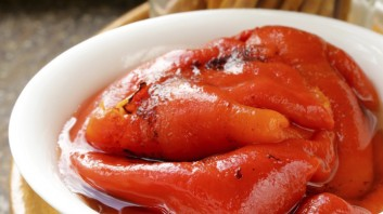 Салата от печени пиперки
