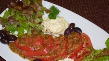 Салата с домати, маслини и прясно сирене
