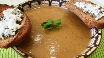 Крем супа с гъби, картофи и моркови