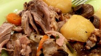 Джолан с картофи и гъби в гювеч