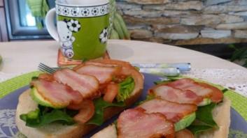 Сандвичи с бекон и спанак
