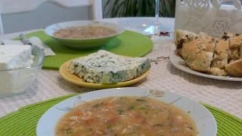 Рибена супа със сьомга и бял амур