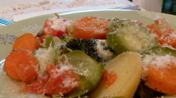 Зеленчуци на пара с пармезан