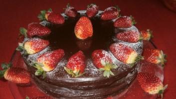 Торта от кексово тесто с ягоди
