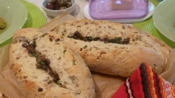 Багети с ръжени ядки и плънка