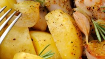 Картофена салата с яйца и сирене
