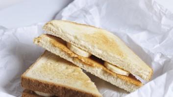 Сандвич с фъстъчено масло и банан