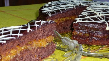 Шоколадова торта с портокали