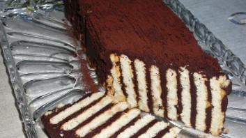 Бисквитена торта с черен шоколад