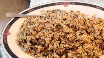 Пилаф от кафяв ориз с патладжан