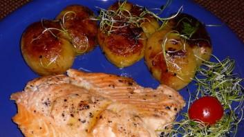 Печена сьомга с картофи