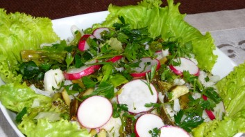 Свежа есенна салата  с карфиол и броколи