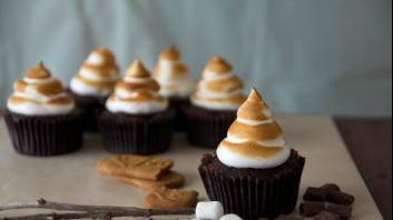 Шоколадови мъфини с белтък