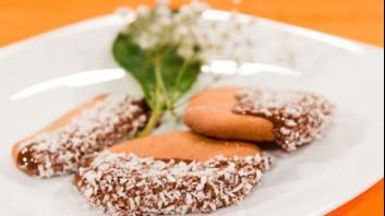 Меденки с шоколадова глазура и кокос