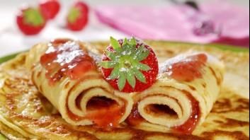 Палачинки с бадемово брашно и сладко от ягоди