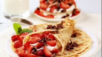 Палачинки с крем от маскарпоне и ягоди