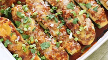Пълнени тиквички с пилешко месо по мексикански