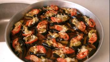 Патладжан с чушки и домати на фурна