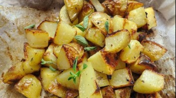 Печени картофи с масло и босилек