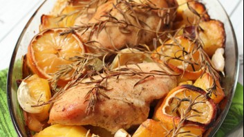 Печено пиле с картофи и лимон