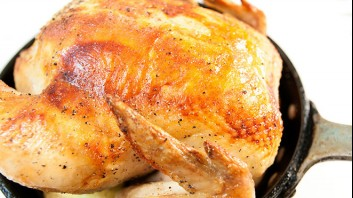 Печено пиле с масло и риган