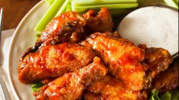 Пилешки крилца със сос